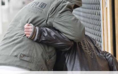Une femme de 89 ans agressée violemment pour une bague de grande valeur à Paris.