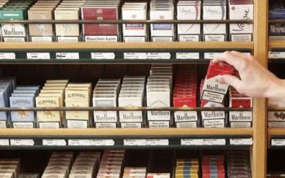 Le braqueur amateur paye son paquet de cigarettes